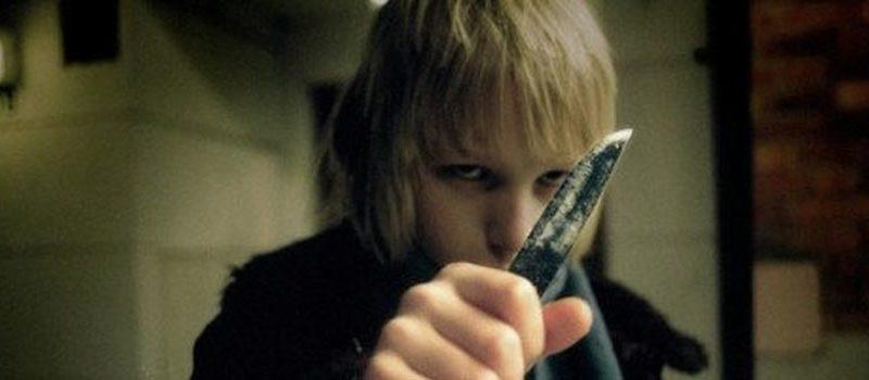 lasciami entrare scena bambino coltello