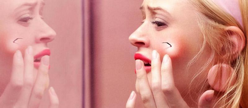 scary stories donna allo specchio terrorizzata